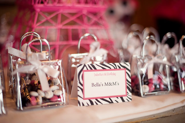 Purses full of candy are adorable favors! & Parisian party: Isabella is 1! | Chickabug
