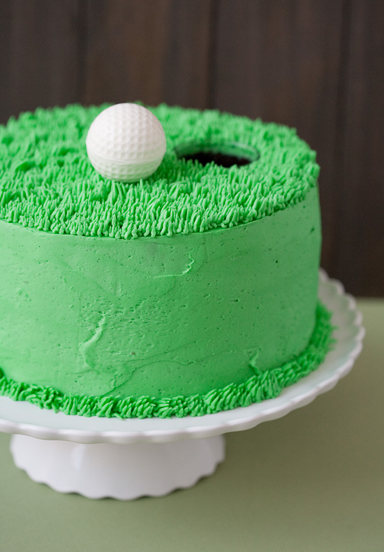 Simple and chic golf theme cake