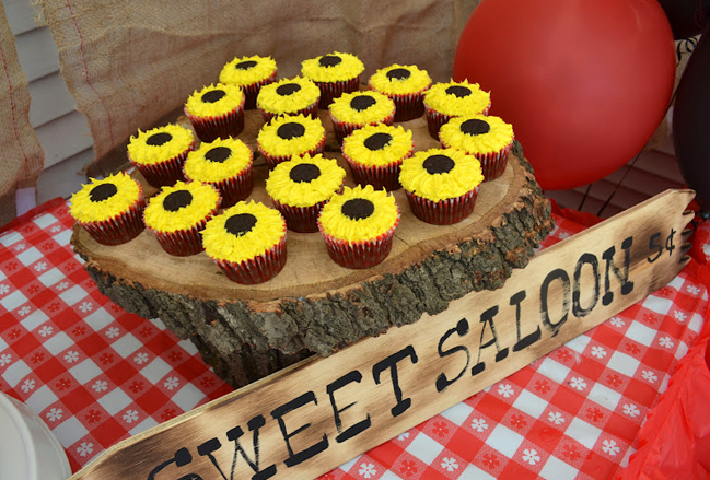 Country western party food - sunflower cupcakes