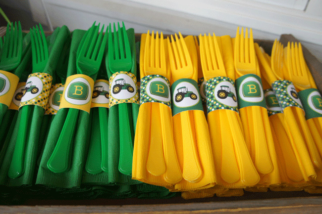 John Deere napkin rings and utensils