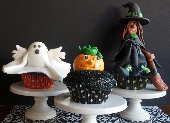 Halloween cupcake toppers - by Just Sugar Coat It, featured on Chickabug