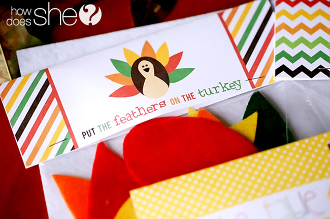 Free printable Thanksgiving play set - keep kids busy at the table!