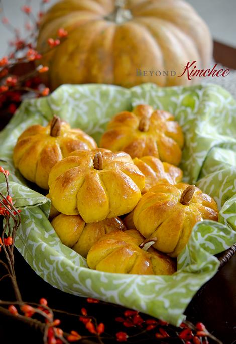 Pumpkin dinner rolls - precious!!
