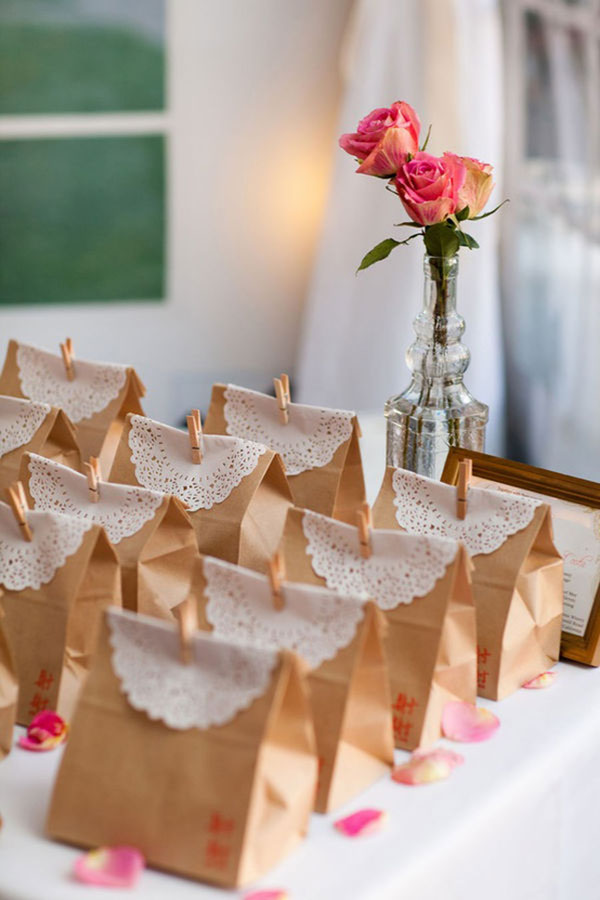 Ideas For Bridal Shower Gift Bags : Doily oarty favors