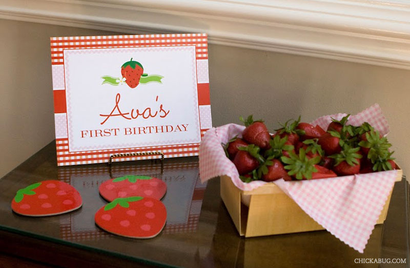 Strawberry theme birthday - printable welcome sign from Chickabug