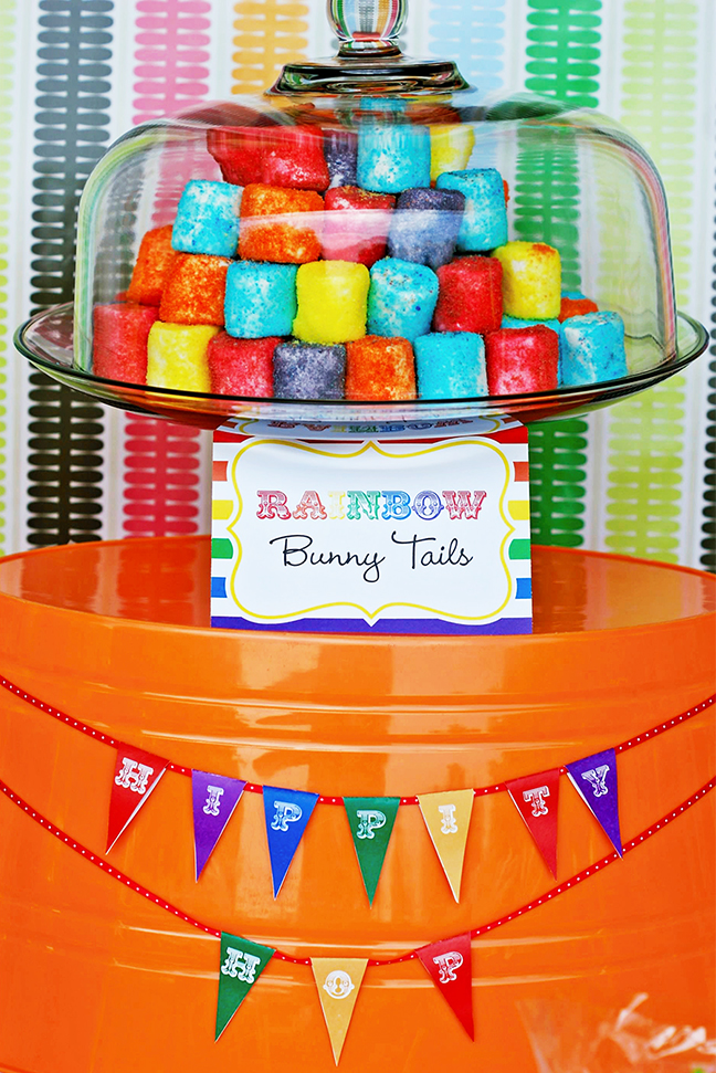"Rainbow ""bunny tails"" marshmallows! With printables from TomKat Studio and Chickabug"