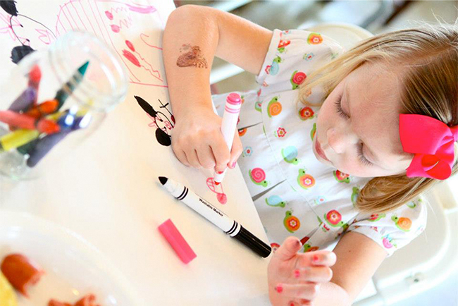 Rainbow birthday party - No rainbow party is complete without a little coloring!