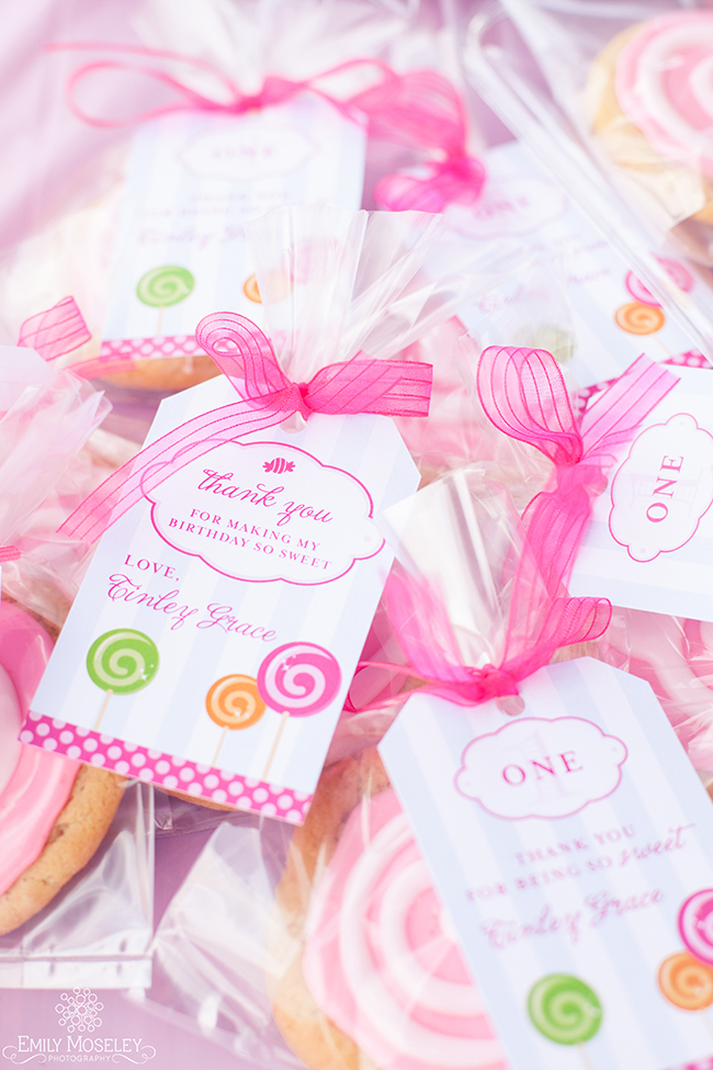Lollipops theme first birthday - Cookie favors with printable favor tags from Chickabug
