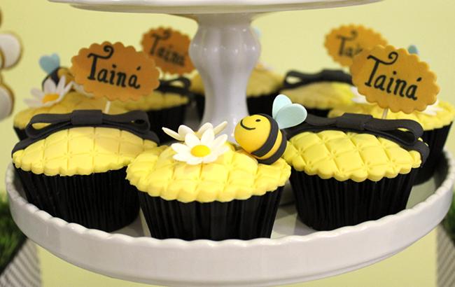 Bumblebee party cupcakes