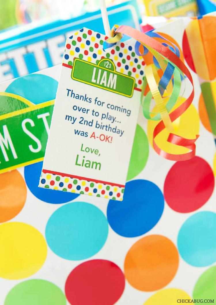 Sesame Street birthday party favor bags - printable tag from Chickabug.com #chickabug