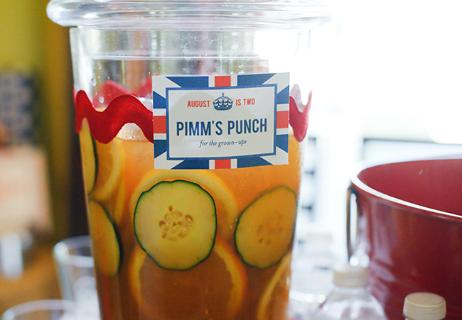"""London Calling"" 2nd birthday party - Pimm's Punch! DIY printables from Chickabug"