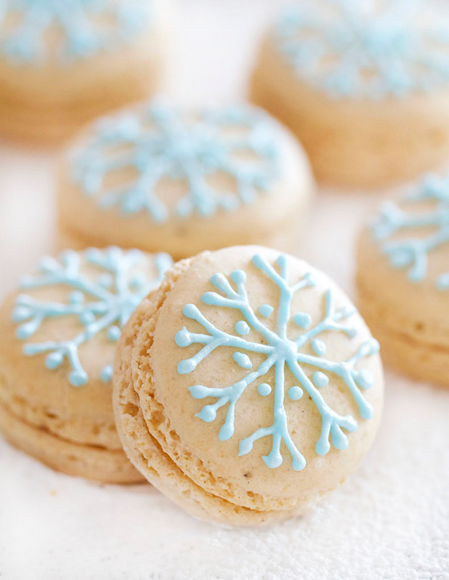 {one pretty pin} Snowflake macarons | Chickabug
