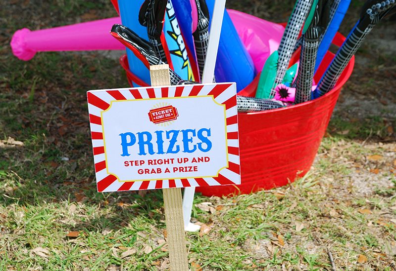 Carnival theme party prize table - printable signs from Chickabug
