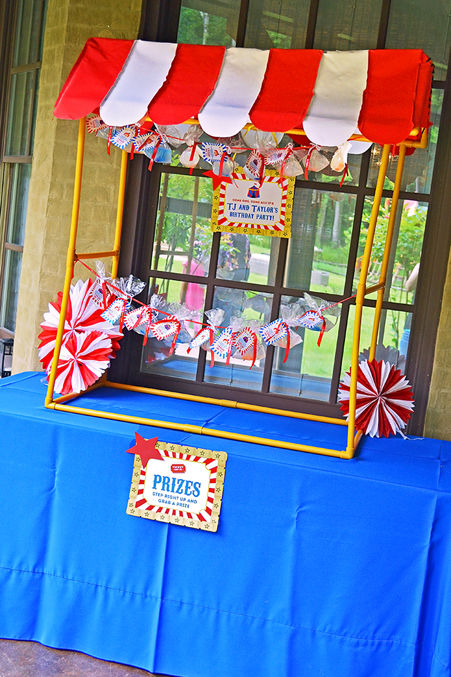 Amazing circus theme birthday party! The tabletop tent ...  sc 1 st  Chickabug & Amazing circus birthday party!