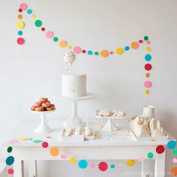 Love these simple circle garlands! So cute!