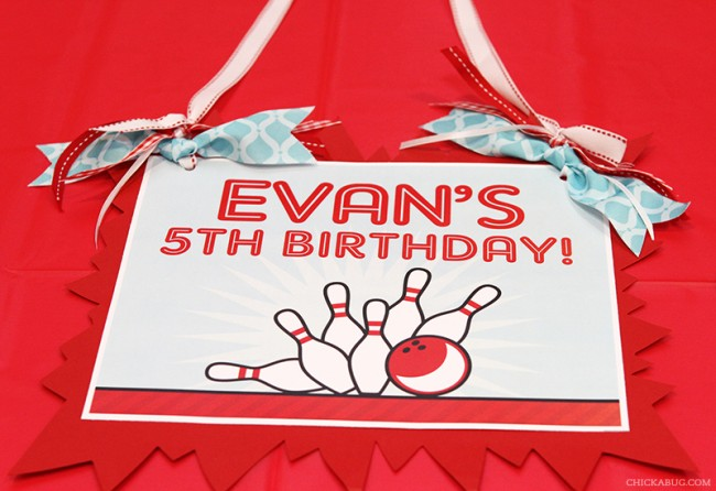 Bowling birthday party - printable sign from Chickabug