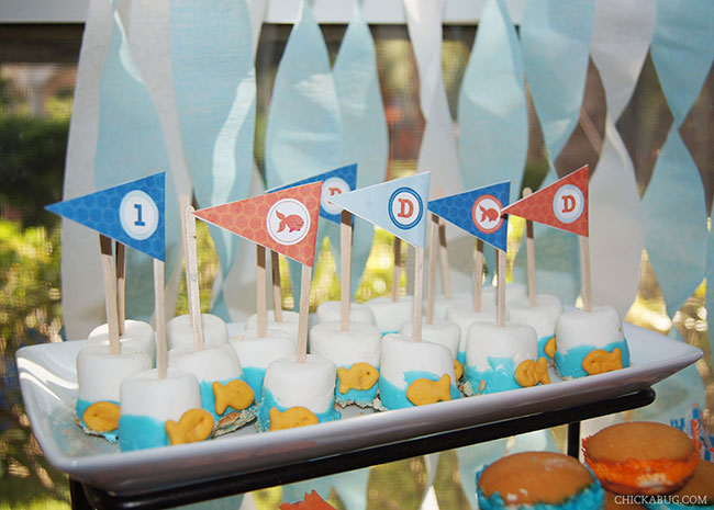 Goldfish marshmallow pops featuring printable straw flags