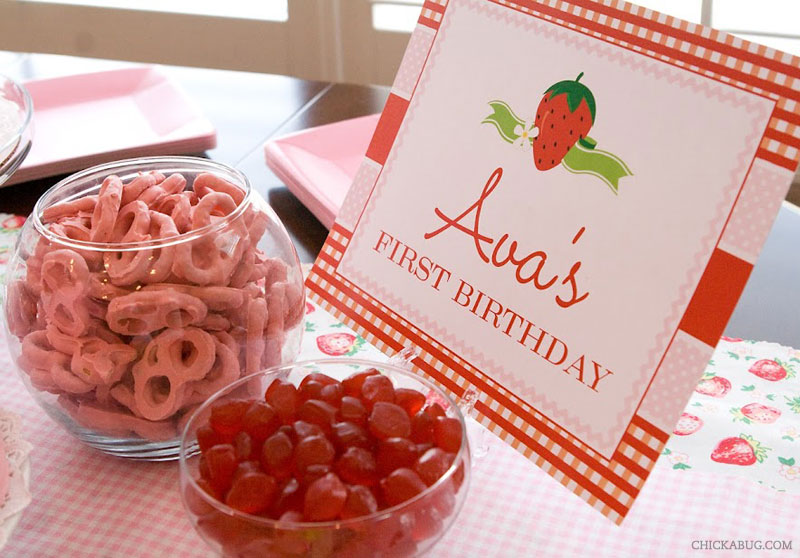 Strawberry theme birthday - printable sign from Chickabug