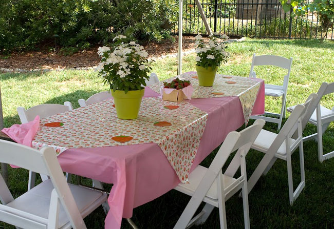 Strawberry theme birthday - pretty party table