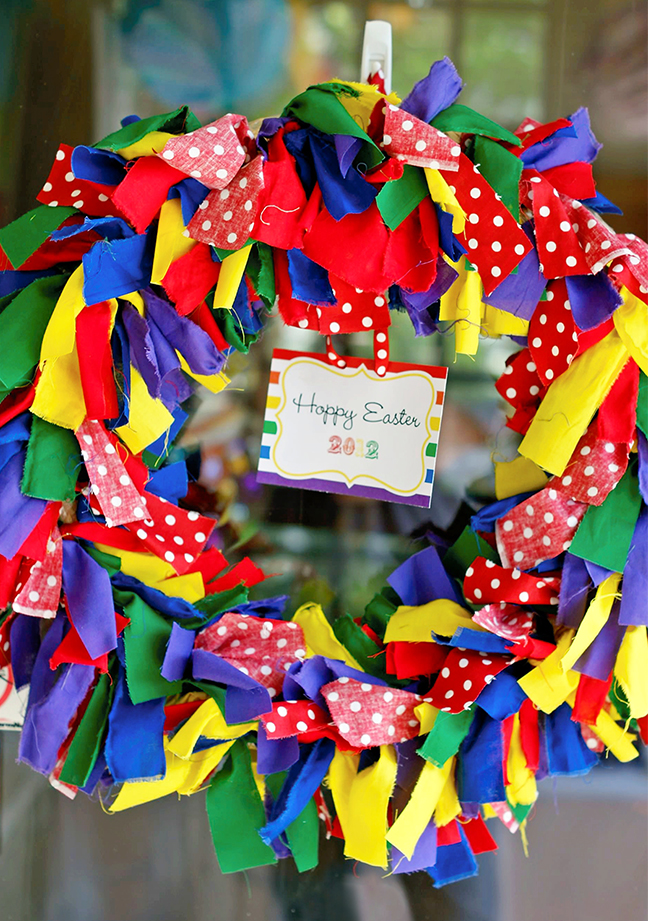 Rainbow rag wreath for an Easter party! Printable card from Chickabug. {Links to tutorial}