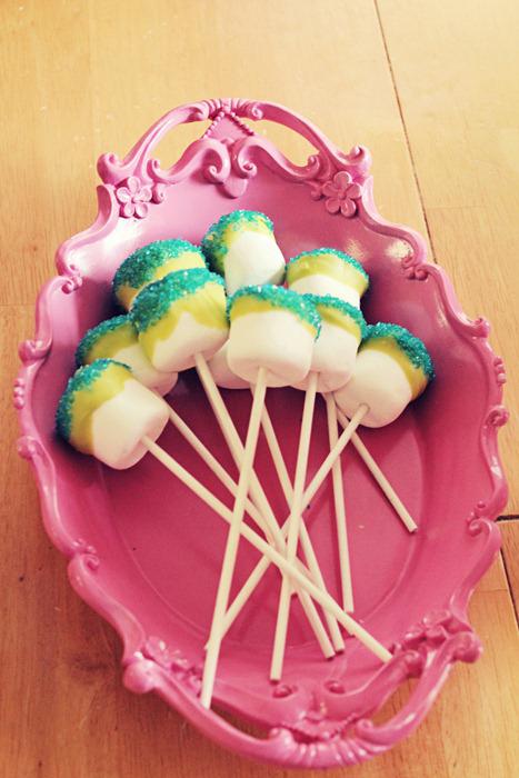 Monster Party - marshmallow pops