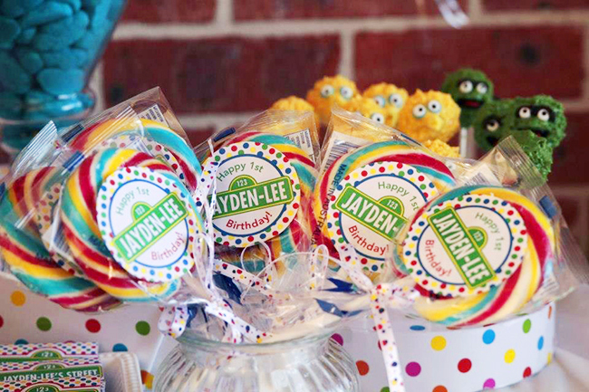 Sesame Street birthday party - stickers from Chickabug