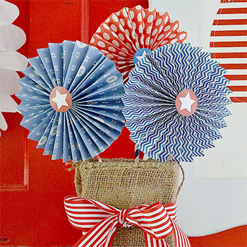 DIY patriotic paper rosettes by Tater Tots and Jello