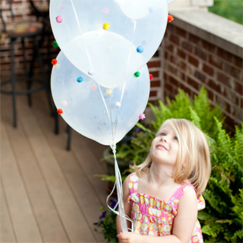 How to make pom-pom balloons - so cute for birthday parties!