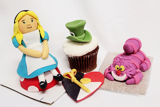 Alice in Wonderland fondant cake toppers by Sugar and Stripes Co.