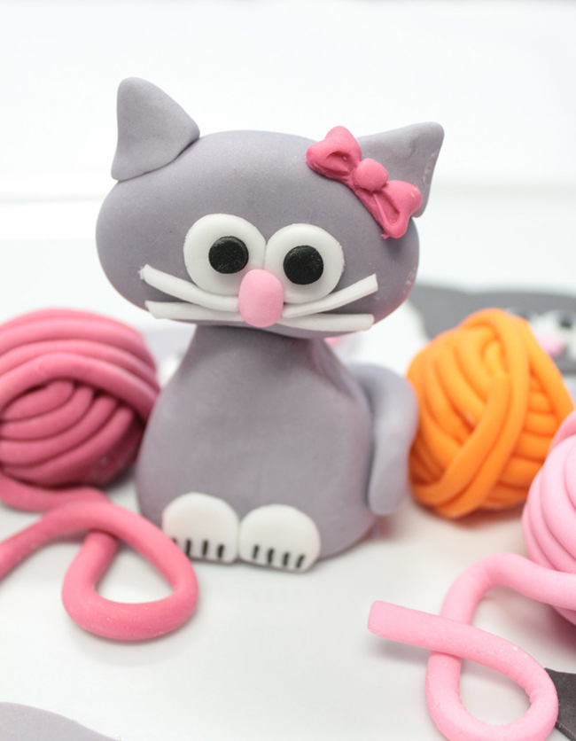 Fondant cat cake topper by Sugar and Stripes Co.
