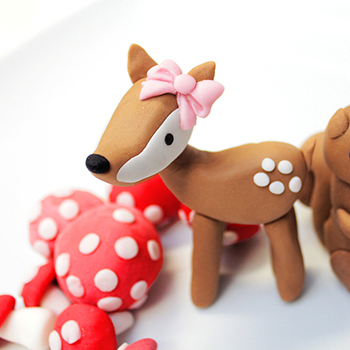 Fondant deer cake topper by Sugar and Stripes Co.