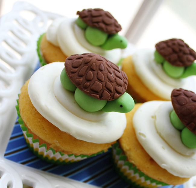 Fondant turtle cupcake toppers by Sugar and Stripes Co.