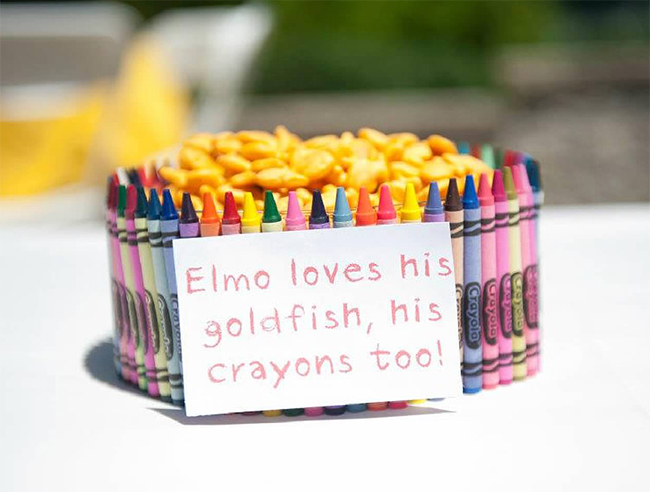 Sesame Street birthday party - Elmo loves his goldfish, his crayons too!