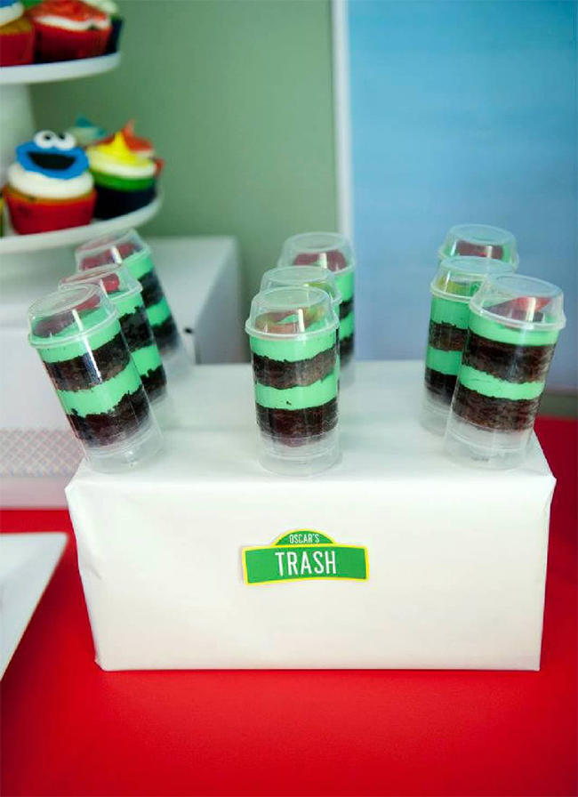 "Sesame Street birthday party - ""Oscar's trash"" push-up cake pops"