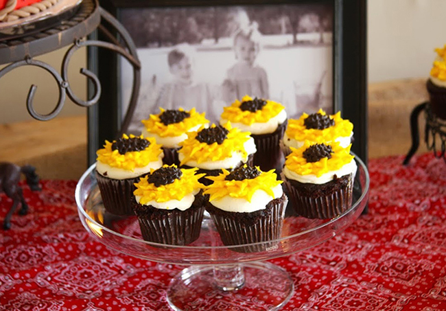 Country-western birthday party - Sunflower cupcakes