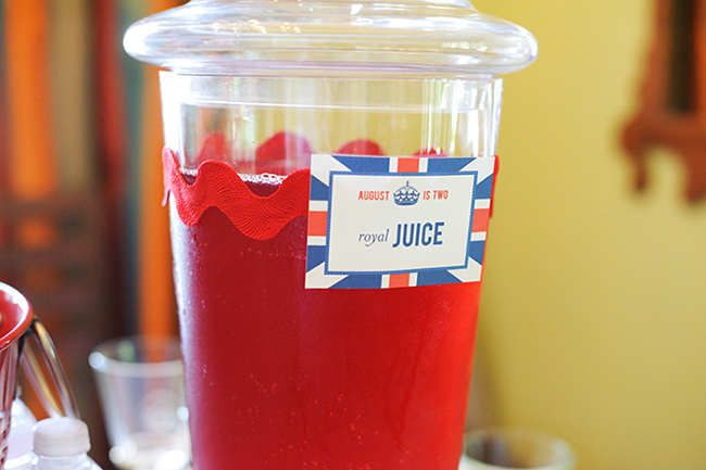 """London Calling"" 2nd birthday party - royal juice! DIY printables from Chickabug"