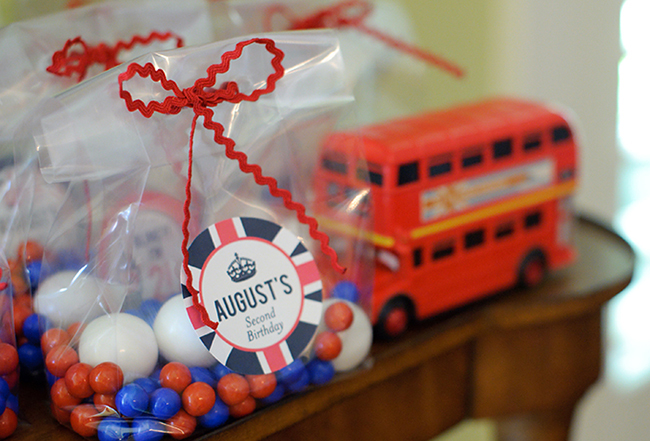 """London Calling"" 2nd birthday party - party favors with printable tags from Chickabug"