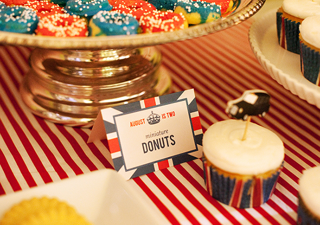 """London Calling"" 2nd birthday party - DIY printables from Chickabug"
