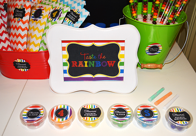 Chalkboard rainbow birthday party favors - Printables from Chickabug.com
