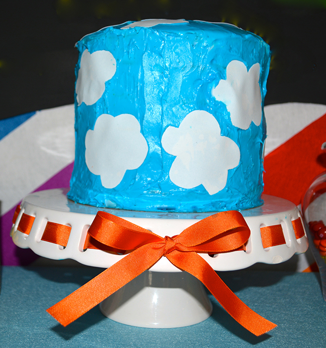 Cloud and rainbow birthday cake