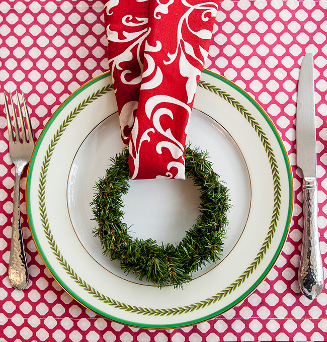 Herb wreath place setting by www.henhouselinens.com