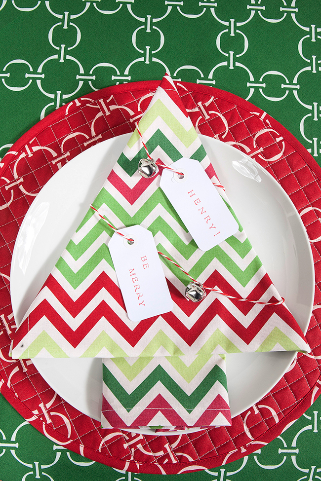 Christmas tree place setting by www.henhouselinens.com