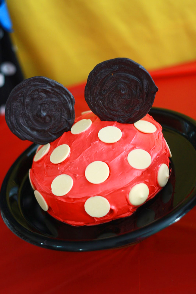 Minnie Mouse birthday cake - sweet, simple and adorable!!