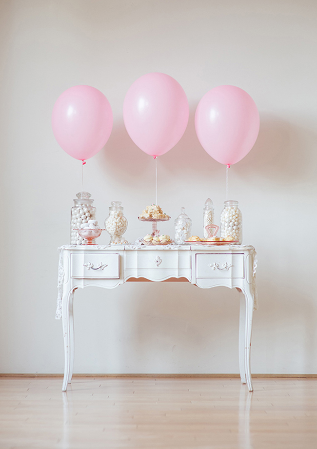 Pretty pink and white party table