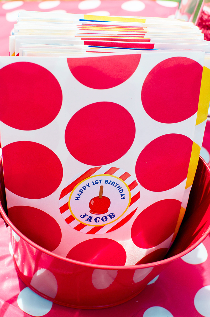 Carnival theme party favor bags - printables from Chickabug