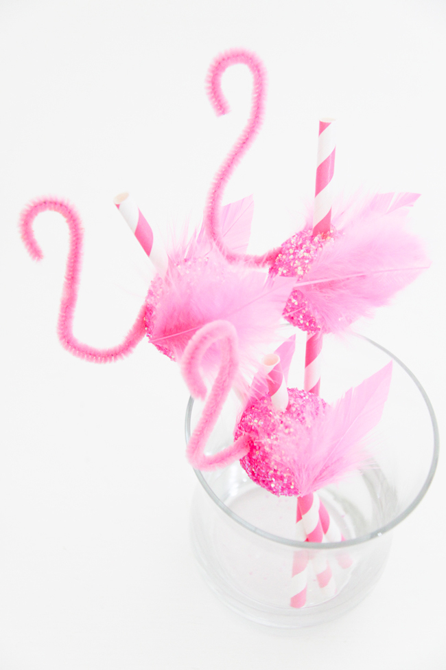 DIY flamingo straws by Fete Gazette
