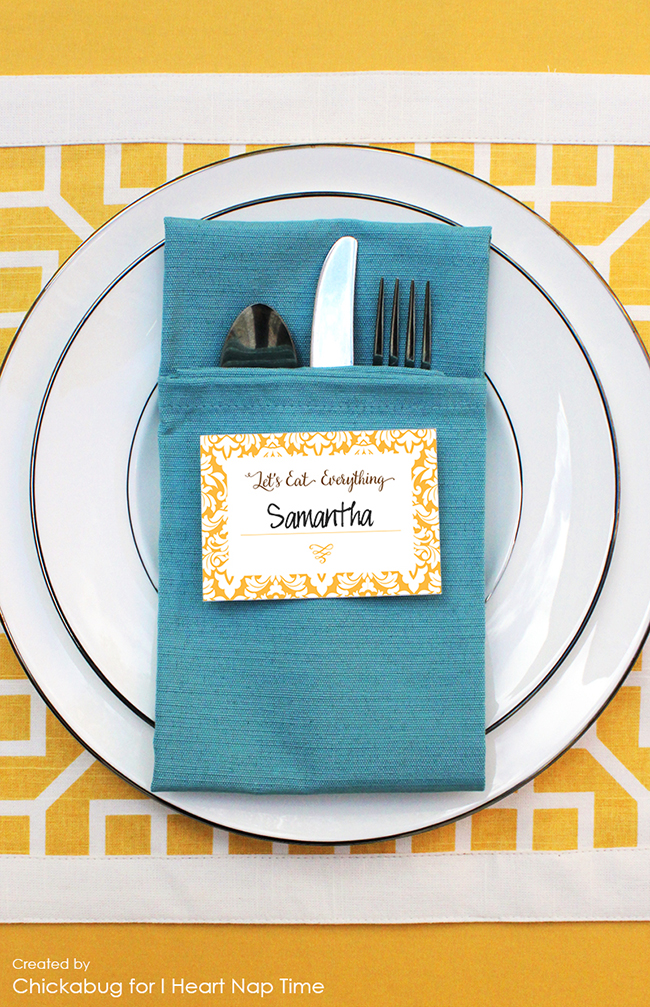 Free printable Thanksgiving place cards that will crack up your guests : )