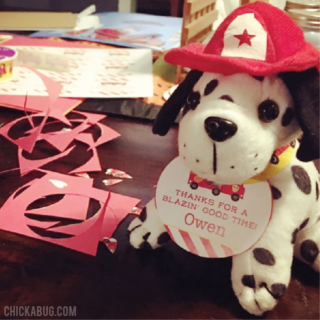 Adorable, EASY fire truck party favors!